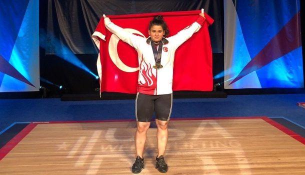 Yıldızlar Dünya Halter Şampiyonası'nda 76 kiloda mücadele eden Dilara Narin koparmada 96 kilo, silkmede 129 kilo toplamda ise 225 kiloluk derecesiyle dünya rekoru kırdı ve 3 altın madalya kazandı.