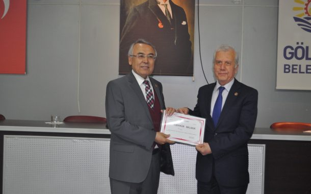 Gölcük Kaymakamı Mustafa Altıntaş tarafından, Devlet Koruması Altındaki Çocuklara yaptığımız yardımlar nedeniyle törenle teşekkür belgesi verildi