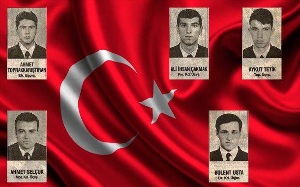 15 ŞUBAT 1996 yılında Aksaz Deniz Üssünde helikopter düşmesi sonucu şehit olan meslektaşlarımızı saygıyla anıyoruz.